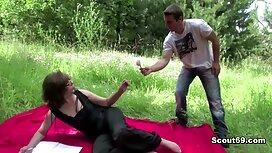 Istri membantu sedap kena kongkek suaminya untuk main-main dengan orang yang dicintai.