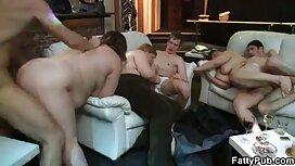 Itu muscler mengunjungi tiga gadis-gadis yang jolok sedap ingin melompat padanya.